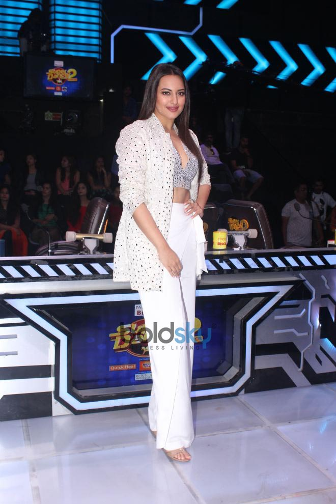 Sonakshi Sinha On Set Super Dancer Chapter 2