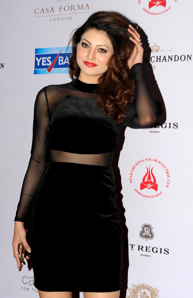 Actress Who Look Gorgeous In Black Outfit