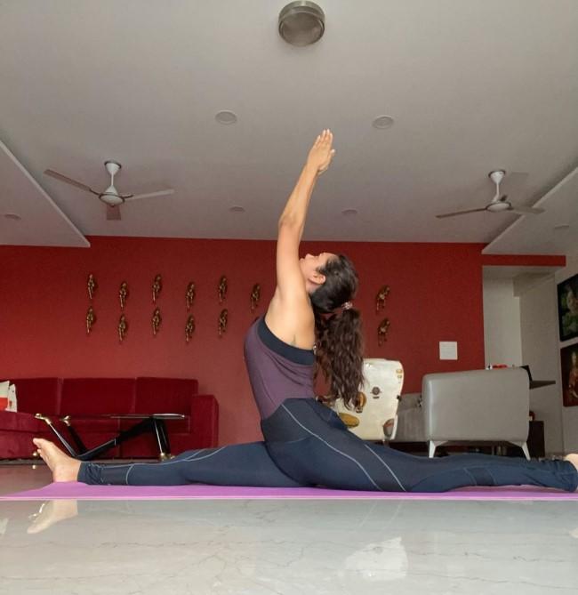 Esha Gupta Workout Photos