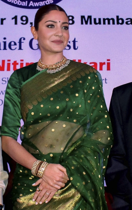 Anushka Sharma Looks Stunning in a Saree