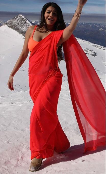 Anushka Sharma Looks Stunning in a Saree